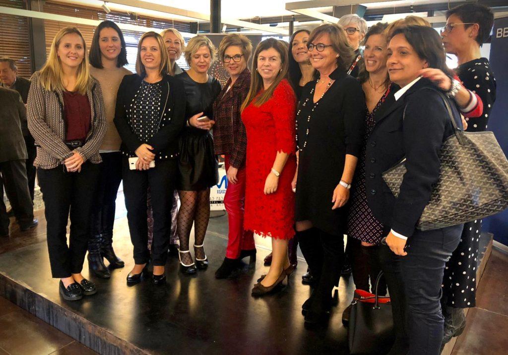 Foto de grup de les sòcies de l'AEDT i les ponents.
