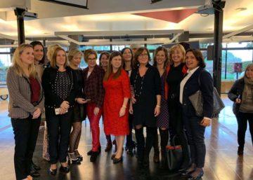 Foto de grup de les sòcies de l'AEDT amb les ponents.