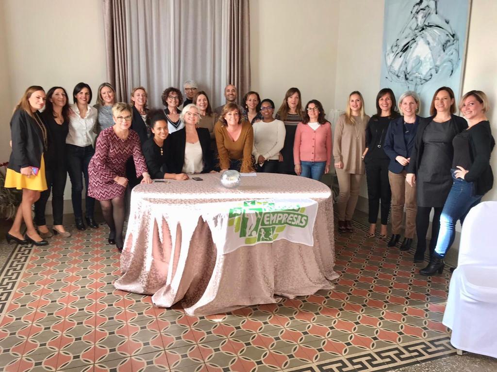 Foto de grup de l'Assemblea general i Trobada de febrer de l'AEDT